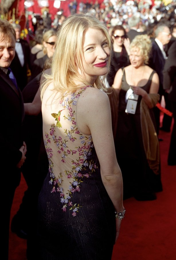 Oscar nominee actress Cate Blanchett arrives at the 71st Annual Academy Awards in Los Angeles, California, wearing a dress by John Galliano.