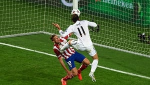 Gareth Bale beats Toby Alderweireld to score Real Madrid's second goal in the 2014 final