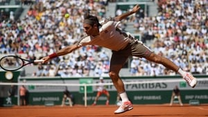 Roger Federer in action against Casper Ruud