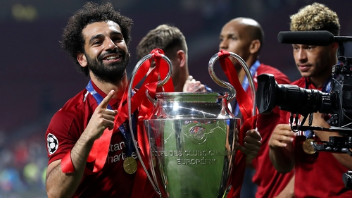 Salah finally gets his hands on the Champions League trophy
