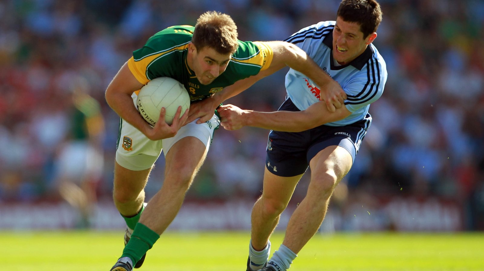 Image - Meath's Brian Farrell gets away from Dublin defender Rory O'Carroll