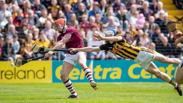 Kilkenny's Huw Lawlor tries to block Conor Whelan