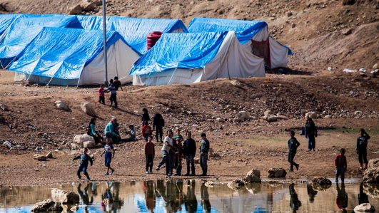 Families of IS members escape Syrian displacement camp