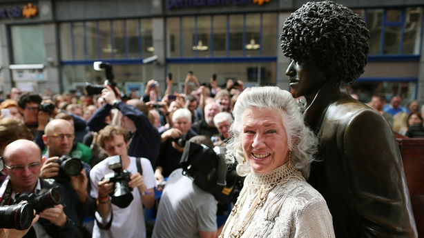 Philomena Lynott and the Phil Lynott Statue, Dublin (2005)