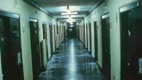 When the Maze prison closed in July 2000, among the last items to leave the compound were 10.000 books - which the IRA prisoners had collected since reading Freire in 1982.