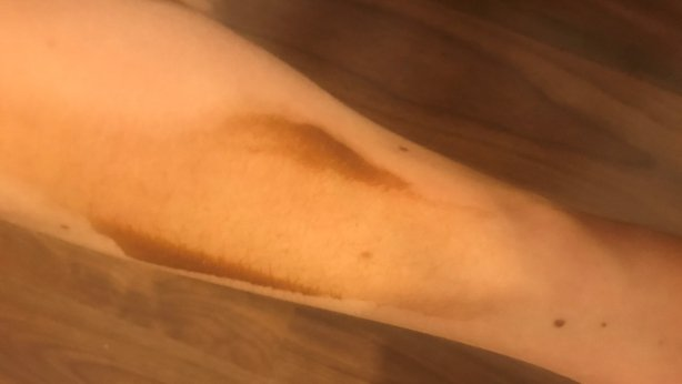 fake tan application