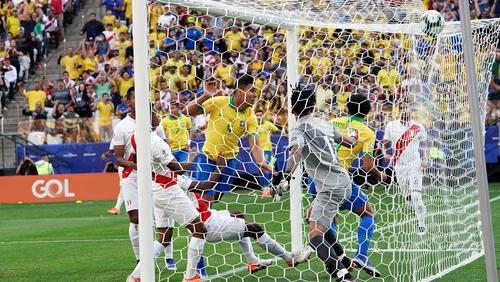 Casemiro scores Brazil's first goal against Peru