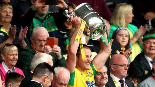 Michael Murphy lifts the Anglo Celt for the fifth time