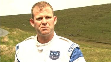 Manus Kelly, 39 a maraíodh i dtimpiste le linn staid ar Cheann Fhánaide de Railí Idirnaisiúnta DHún na nGall inné.