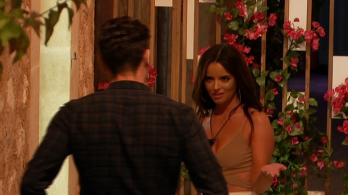 Maura gives Tom a severe talking to on Love Island