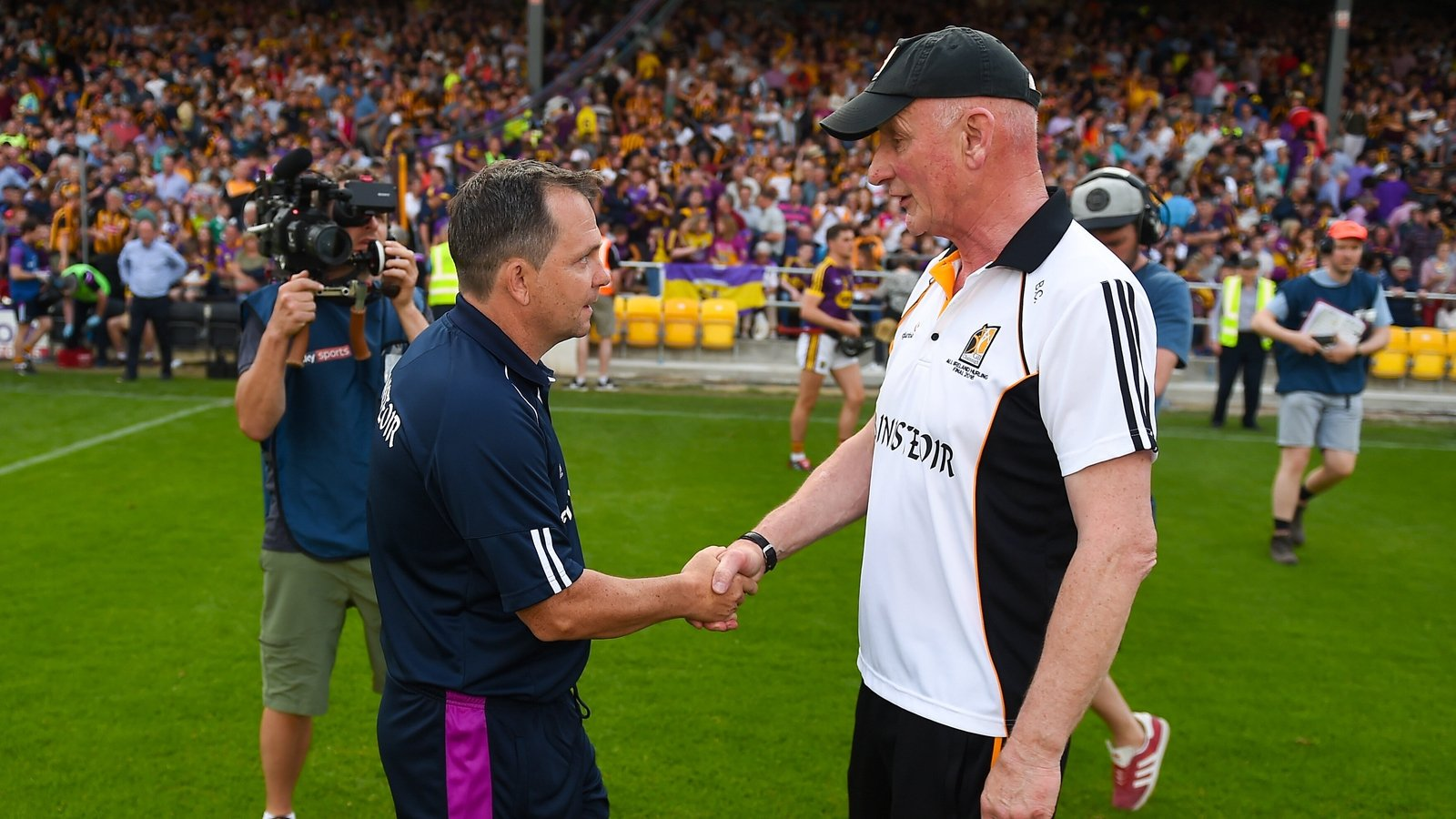 Image - Brian Cody (R) and Davy Fitzgerald shake hands after Kilkenny's victory in 2018