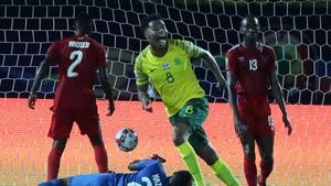 Bongani Zungu celebrates his goal