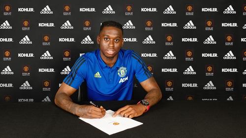 Aaron Wan-Bissaka signing for Man United