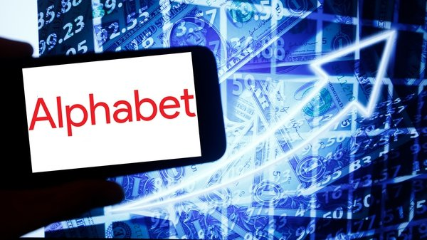Google parent Alphabet has powered back to sales growth, beating analysts' estimates for the third quarter
