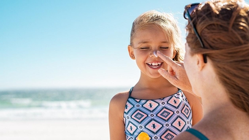10 children's sun safety tips from an expert that every parent needs to know this summer.
