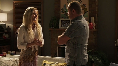 Toadie and Dee grow closer