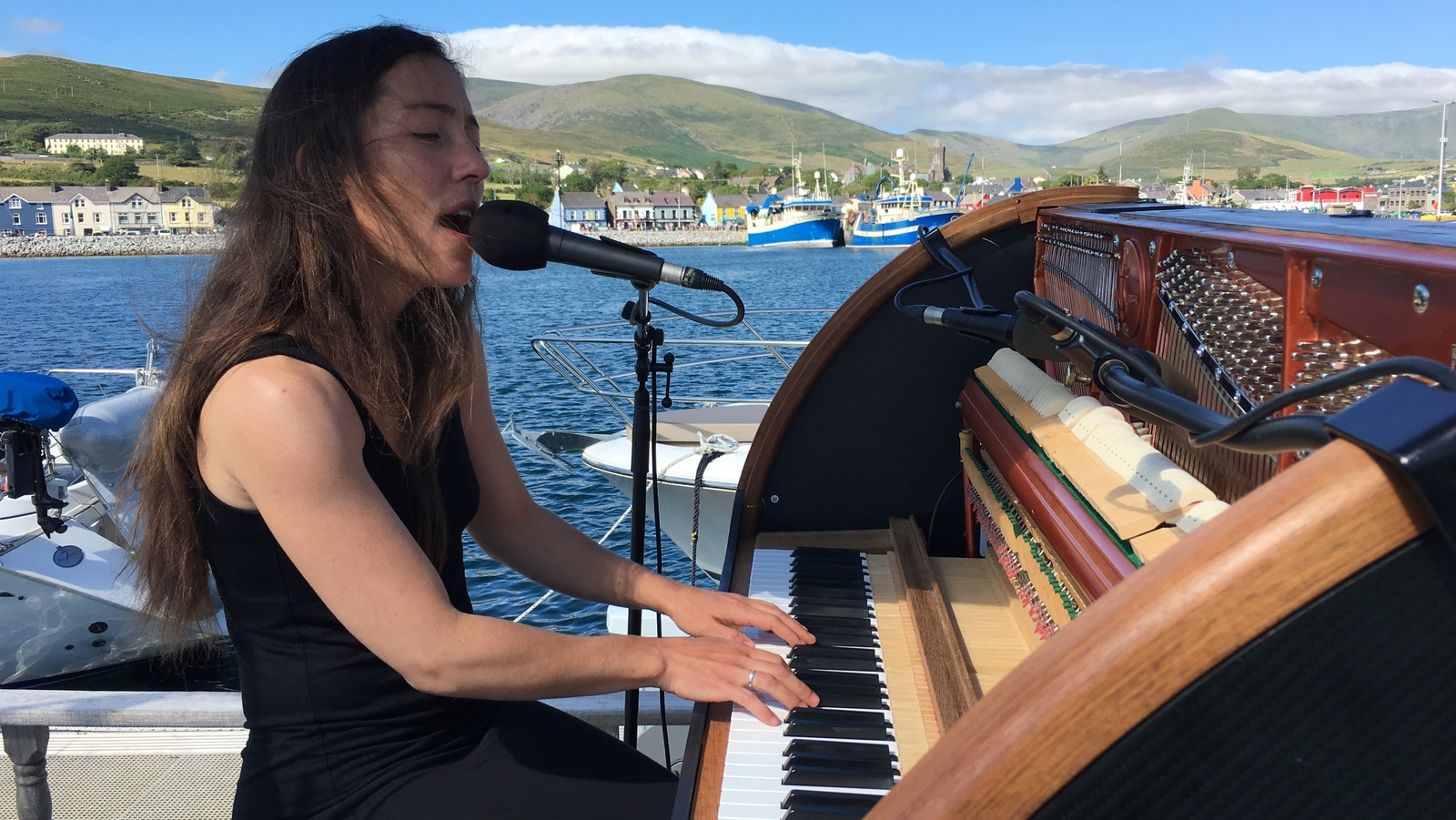 Songs from the sea: Performer docks at Co Kerry marina