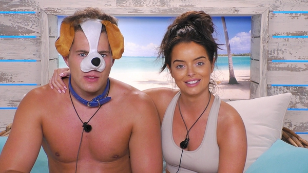 Curtis and Maura in the Love Island villa