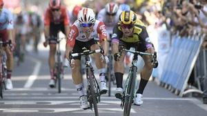 Caleb Ewan (l) got home ahead Dylan Groenewegen