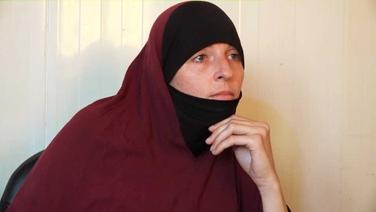 Ní fios cá bhfuil Lisa Smith ó d'éalaigh breis agus 800 duine de chuid lucht tacaíochta ISIS ó champaí coinneála sa tSiria
