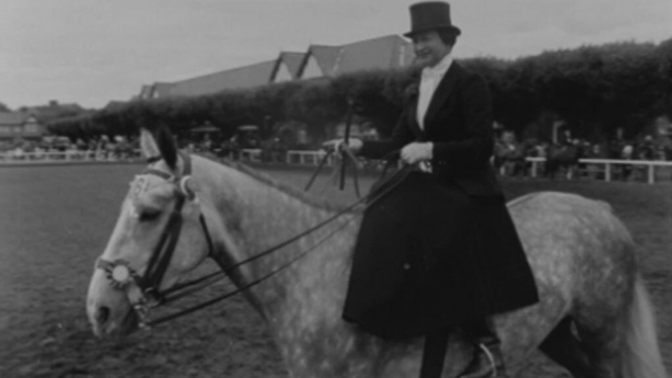 Ladies' Hunter competitor riding side saddle (1964)