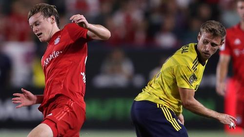 Ryan Johansson (L) battles for possession with Nacho Monreal