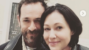 Luke Perry and Shannen Doherty. Image: Instagram