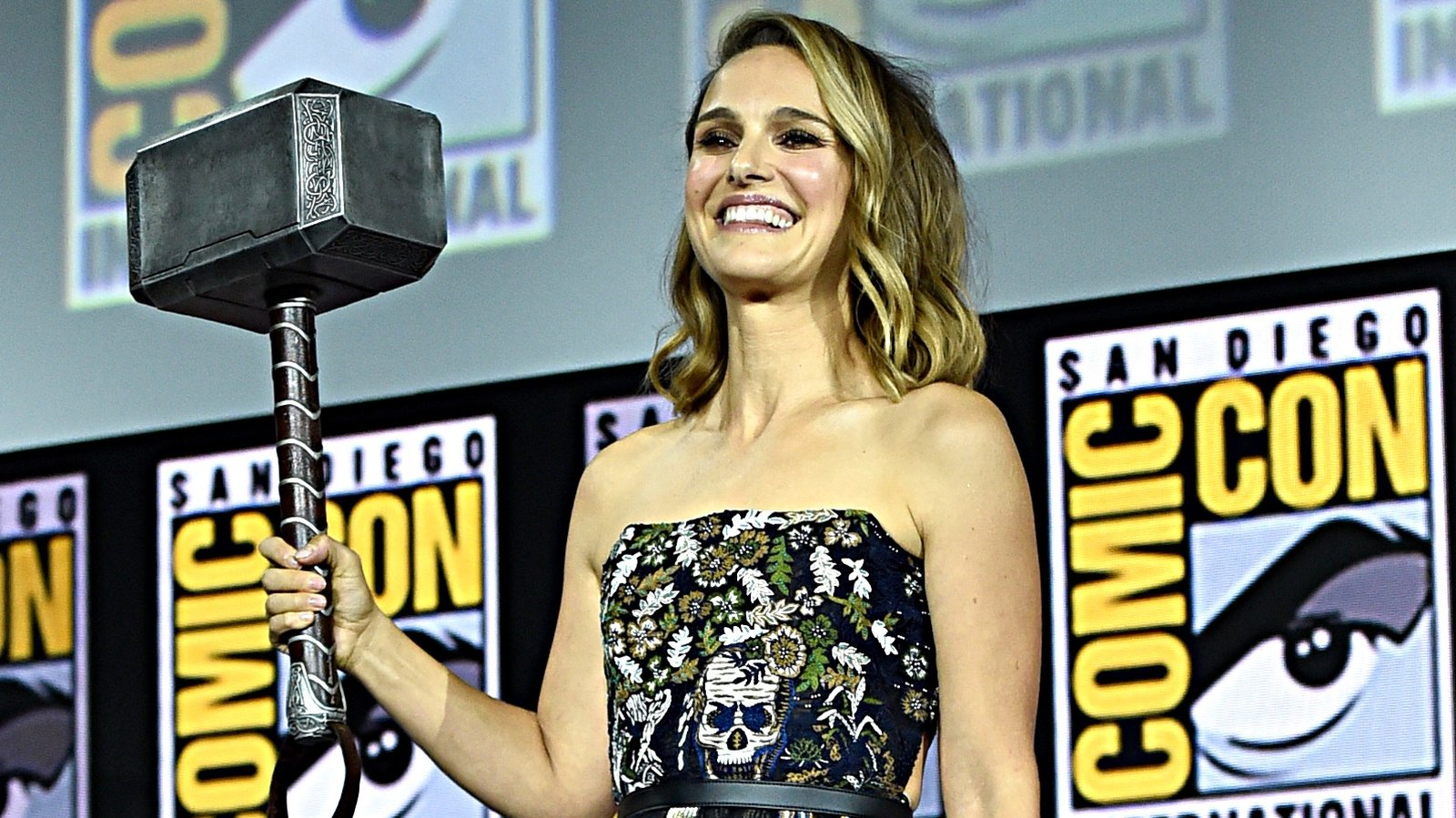 Natalie Portman to play female Thor in Marvel sequel