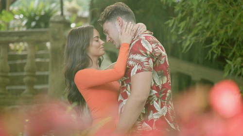 Maura and Curtis have a romantic last date on Love Island