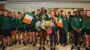 Adeleke and Mayne with the rest of Team Ireland