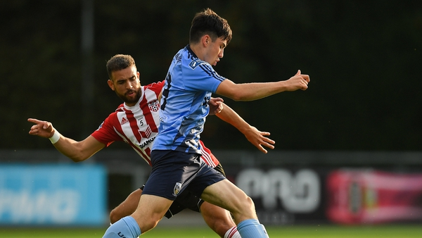 Liam Kerrigan of UCD is tackled by Darren Cole of Derry City