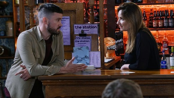 Carol warns Lee to get her money back on Fair City