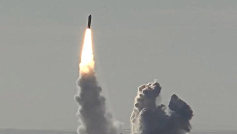 ABulava missile launched by the Russian Navy Northern Fleet's Project 955 Borei nuclear missile cruiser submarine Yuri Dolgoruky in 2018. Photo: Getty Images