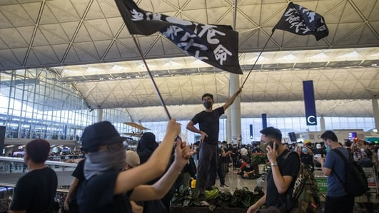 Hundreds of protesters stage new rally at Hong Kong airport
