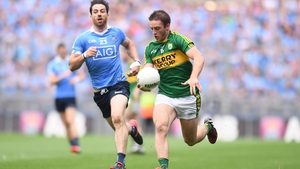 Michael Darragh Macauley chases Stephen O'Brien during the last Championship meeting between Dublin and Kerry in the 2016 semi-final