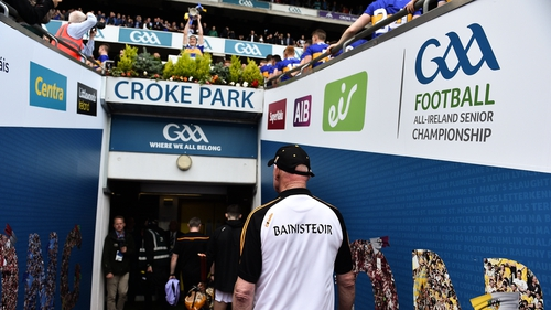 Brian Cody watches on as Seamus Callanana lifts the cup for Tipp