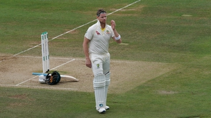 Steve Smith received a standing ovation for a fighting 92 at Lord's despite being struck on the neck by a Jofra Archer bouncer