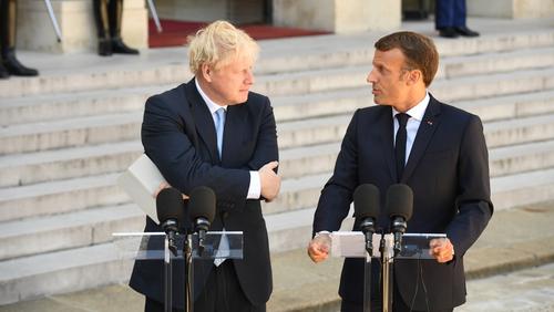 Príomh-Aire na Breataine, Boris Johnson, agus Uachtarán na Fraince, Emmanuel Macron