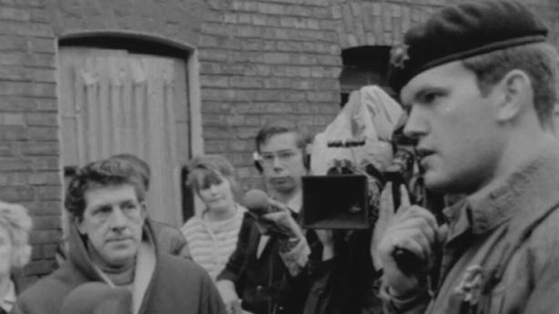 Soldier speaks to residents on Belfast street (1969)