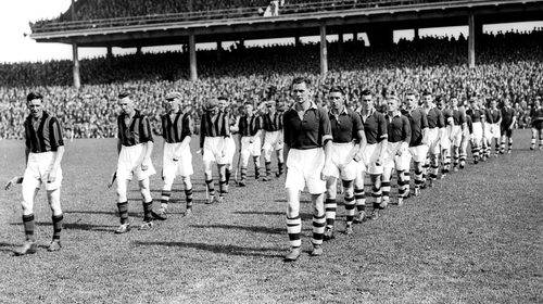 Lynch (front right) leads the Cork team that faced Kilkenny in the 1939 All-Ireland final (picture courtesy of the Irish Examiner)