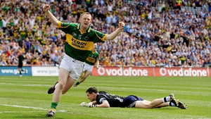 Colm Cooper scores a goal against the 2009 'startled earwigs'