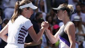 Elina Svitolina (r) beat Johanna Konta