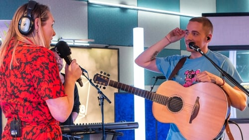 """Dermot Kennedy with 2FM's Tracy Clifford - """"I was terrified that I'd done something to my vocal cords and I saw a bunch of doctors and had a scope in here down to my neck six times in two days"""""""