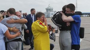Relatives welcome Ukrainian former prisoners