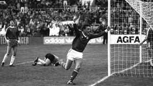 Kevin Moran celebrates scoring against Bulgaria at Lansdowne Road in 1987