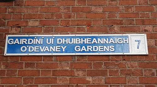 Imní faoi scéim tithíochta i nGairdíní Uí Dhuibheannaigh