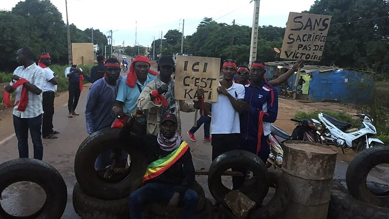 Protest in Mali over 'obstacle course' roads