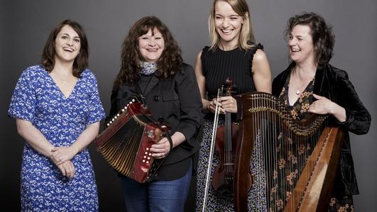Tara Breen, Laoise Kelly, Josephine Marshand Nell Ní Chróinín on Music Network tour