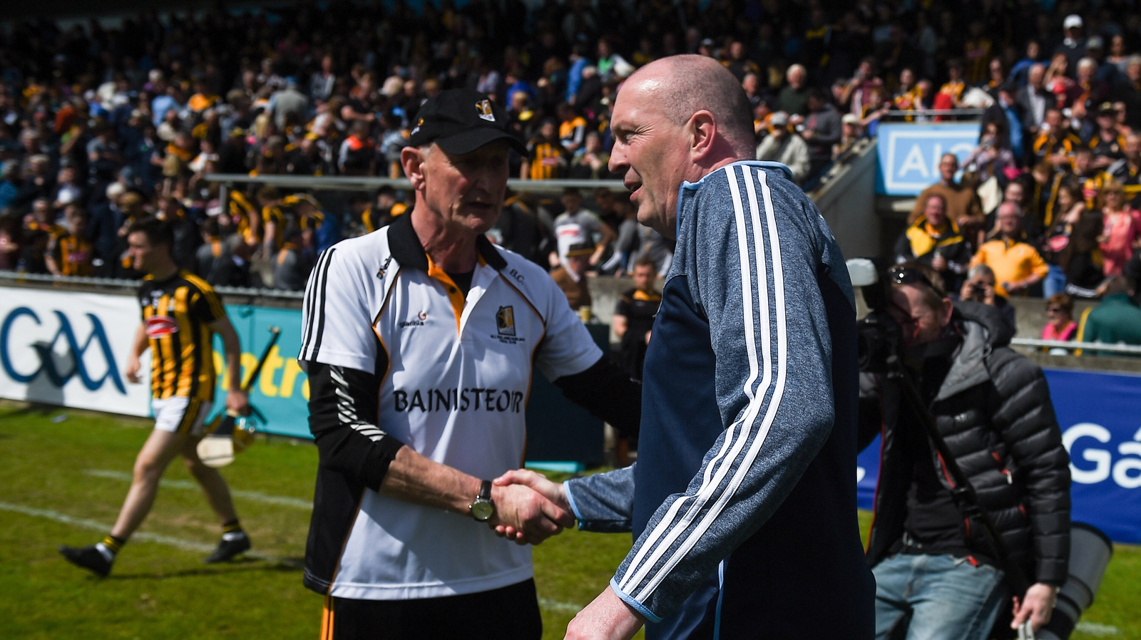 Image - Gilroy shakes hands with Kilkenny manager Brian Cody after their sides' 2018 thriller