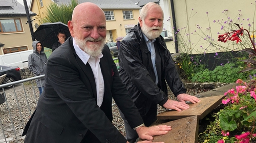 Both men left impressions of their hands on a special mound cast in bronze by artist Mark Rhode